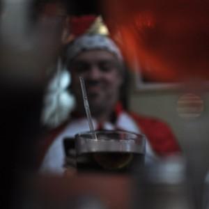König mit Lieblingsgetränk